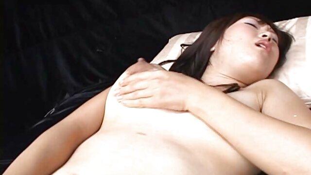 Gadis Inggris siap bercinta dengan pria yang lebih bokep babu tua.