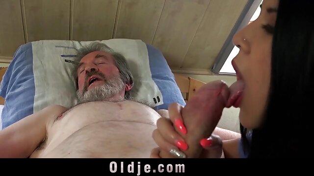 Dua Penis Hitam besar untuk seks wanita di sebuah bokep pembantu sexi hotel.
